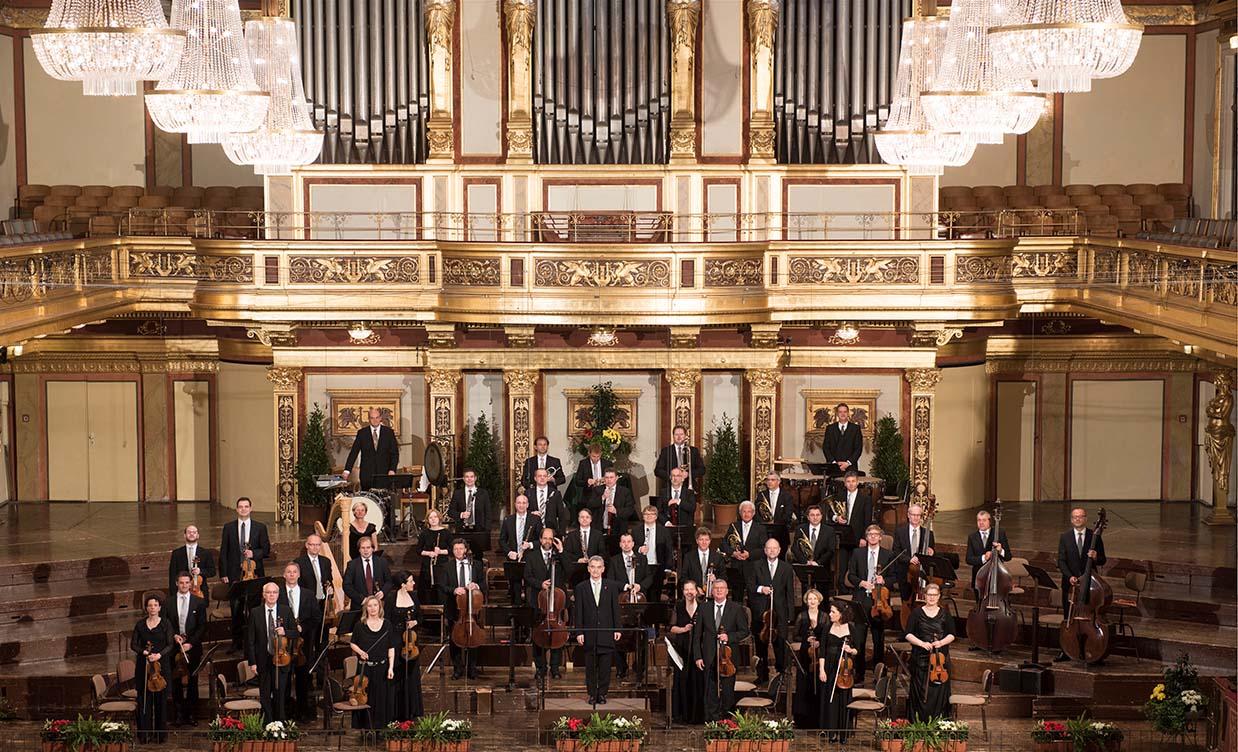 Bühnenfoto im Goldenen Saal des Wiener Musikvereins 2015, Dirigent Alfred Eschwé, © Wiener Johann Strauss Orchester / Lukas Beck