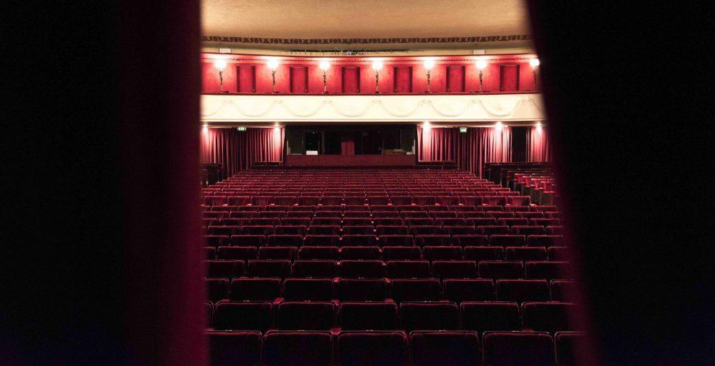 Teatro Manzoni, Nuove Stagioni Teatrali Milanesi, Le nuove stagioni teatrali milanesi, Piccolo Teatro, Elfo Puccini, Teatro Carcano, MTM - Manifatture Teatrali Milanesi, Mary Poppins, Teatro Menotti, Teatro Filodrammatici, Milano