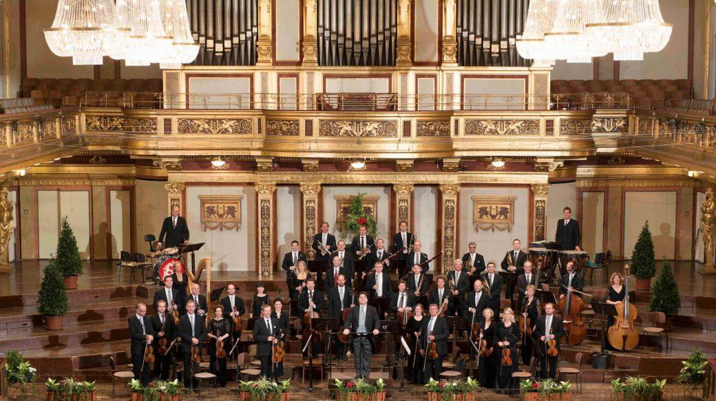 Bühnenfoto im Goldenen Saal des Wiener Musikvereins 2012, Dirigent Johannes Wildner, 7356 x 4066 Pixel bei 240dpi, 4c, © Wiener Johann Strauss Orchester / Lukas Beck