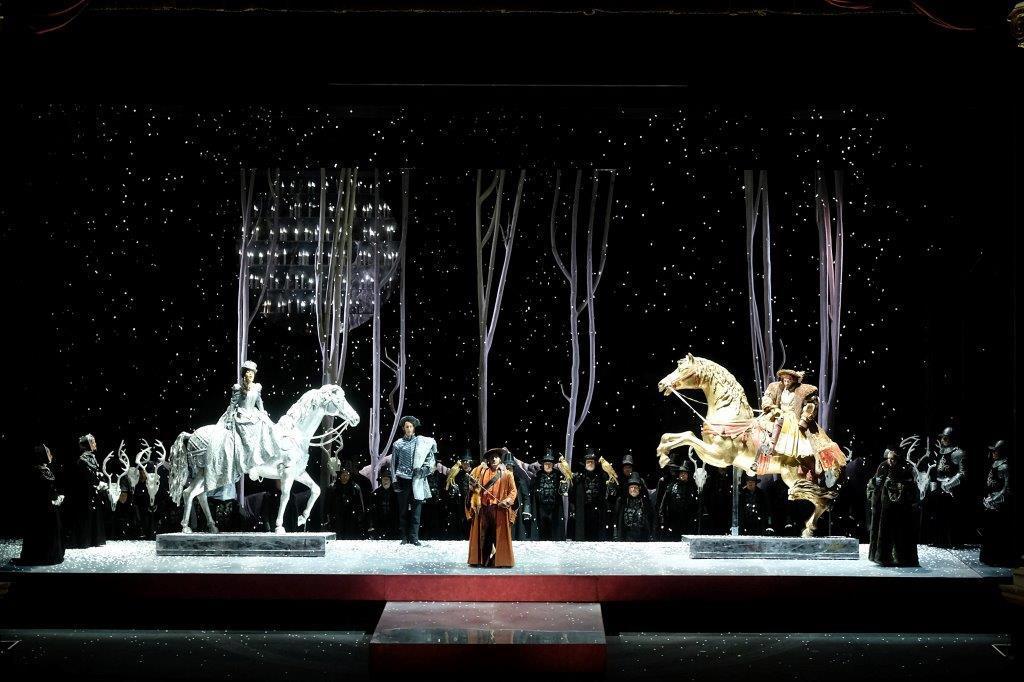 Teatro Filarmonico, Verona, Anna Bolena, Donizetti, Arena di Verona, Ennevi, Irina Lungu, Al Teatro Filarmonico di Verona in scena (fino al prossimo 6 maggio) l'Anna Bolena di Donizetti nell'allestimento del 2007 di Graham Vick con Irina Lungu e Annalisa Stroppa.